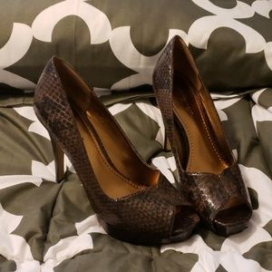 Brown snake skin peep toe pumps
